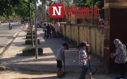 Bức xúc việc nhiều học sinh nhí quét đường đô thị dưới nắng nóng
