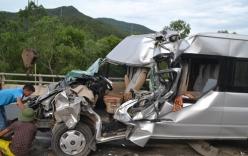 Xe chở 12 người đi du lịch gặp tai nạn, 9 người thương vong