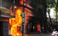 Video: Cháy nhà, cụ ông bị thiêu chết khi đang ngủ