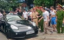 Tài xế cố thủ trong siêu xe Porsche ở Hà Nội
