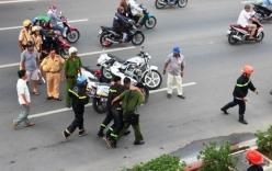 14 phòng trọ cháy rụi, 2 cảnh sát bị thương