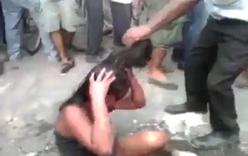 Kinh hoàng thiếu nữ bị đánh đập và thiêu sống trước mặt đám đông
