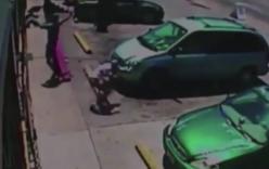 Dân anh chị đọ súng giữa phố, người đi đường hoảng loạn