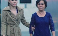 Giang Hồng Ngọc được mẹ tháp tùng ra Hà Nội đi sự kiện