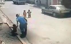 Em bé bị bắt cóc ngay trước cửa nhà