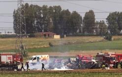 Video: Máy bay rơi, 5 người thiệt mạng