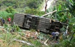 Xe tải lao xuống vực, 4 người bị thương