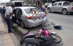Tai nạn hi hữu: Thanh niên lao đầu đâm thủng đuôi ô tô