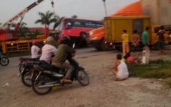 Xe khách lộn một vòng, nhiều phụ nữ và trẻ em bị thương