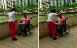 Phẫn nộ con gái lăng mạ, đánh đập người mẹ khuyết tật giữa đường