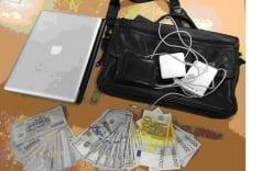 Hành khách bỏ quên túi xách chứa gần 100 triệu đồng ở sân bay Nội Bài
