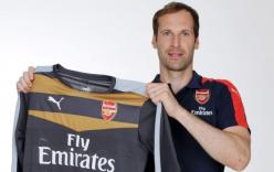 Petr Cech chính thức là người của Arsenal