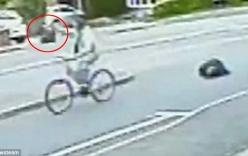 Video: Cụ bà 68 tuổi ngã bất tỉnh vì bị cướp giật túi