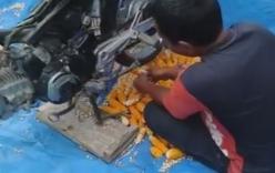 Sáng kiến độc đáo dùng xe máy để... tẽ ngô
