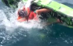 Đàn cá mập hung dữ húc đổ thuyền, tấn công người câu cá