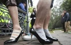 Xem cánh mày râu chạy thi bằng giày cao gót