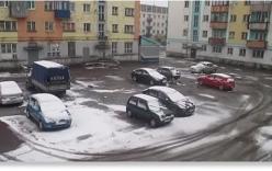 Video: Mưa tuyết bất thường giữa mùa hè ở Nga