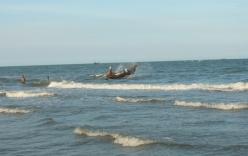 11 ngư dân được cứu trong tình trạng hôn mê sau nhiều giờ trôi dạt trên biển