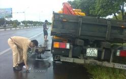 Hi hữu: Tự gây tai nạn tử vong vì mải xem... ôtô lao xuống ruộng