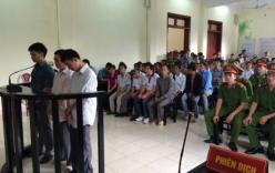 Hàng nghìn người tới phiên tòa xét xử vụ sập cầu Chu Va