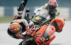 Tai nạn liên hoàn trên đường đua motor khiến 2 tay đua tử nạn