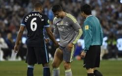 Ronaldo nhăn nhó khi bị cầu thủ Man City đá trúng