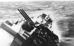 Cảnh tượng hỗn loạn bên trong du thuyền khi gặp siêu bão