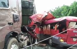 Tai nạn xe khách tông xe tải, chồng chết thảm vợ bị thương nặng