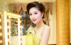 Triệu Thị Hà mặc áo dài phom hoa lạ mắt làm vedette