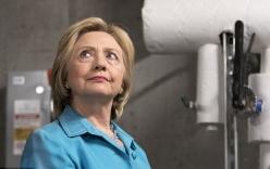 """Bà Hillary Clinton bị nói """"đạo đức giả"""" khi xài máy bay ngốn nhiên liệu"""