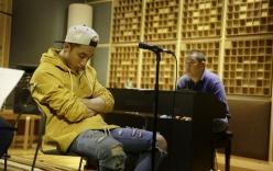Bắt gặp Sơn Tùng M-TP ngủ gật khi tập hát cho MV mới