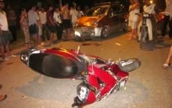 Xe máy tông vào cột điện, 2 thanh niên tử vong