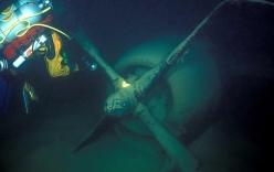 Thợ lặn phát hiện xác máy bay ném bom Mỹ dưới đáy hồ