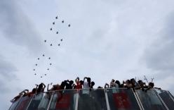 Tiêm kích F-16 tạo hình số 50 kỷ niệm Quốc khánh Singapore