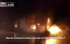 Căn nhà nổ tan tành do bị xe SUV đâm trúng van khí gas