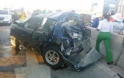 Xế hộp bẹp dúm, tài xế may mắn thoát chết sau va chạm với xe bồn