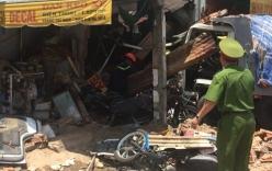 Xe mất lái đâm sập nhà dân, 3 người thương vong