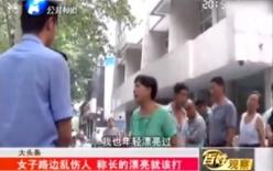 Video: Các thiếu nữ bị bà già đánh giữa đường vì