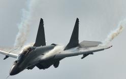 Video: Chiến đấu cơ MiG-35 thăng hoa trên bầu trời Nga