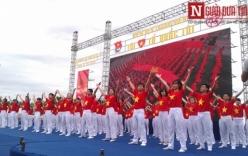Video: Hơn 12.000 bạn trẻ ở Hà Nội tham gia chào cờ, hát quốc ca