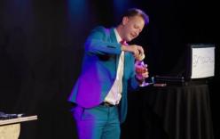 Video: Màn cầu hôn độc đáo của ảo thuật gia nổi tiếng
