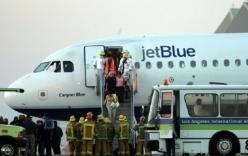 Hành khách nữ dùng dao cạo, bình hơi cay đánh nhau trên máy bay