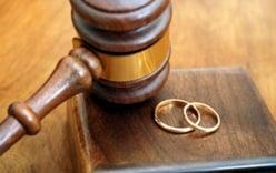 Vợ muốn ly hôn nhưng chồng không chịu, thủ tục thế nào?