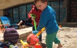 """Bé trai 5 tuổi đào hầm """"tẩu thoát"""" khỏi trường mẫu giáo"""