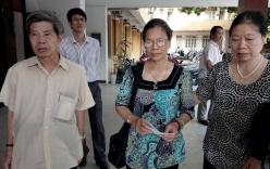 Xử vụ TMV Cát Tường: Mẹ chị Huyền mắt đỏ hoe trong phiên tòa