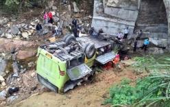 Video: Xe bus lao xuống khe núi, 38 người thương vong