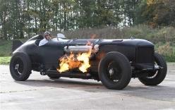 Chiếc xe ngốn 15 lít xăng mỗi khi nổ máy