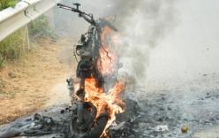 Xe Lead đang chạy bất ngờ bốc cháy ở Vĩnh Phúc