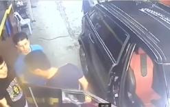 Video: Khách hàng tát liên tiếp nhân viên rửa xe gây phẫn nộ