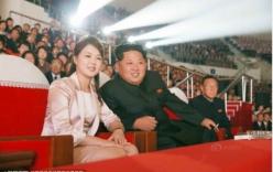 Kim Jong-un rạng rỡ đi xem ca nhạc cùng vợ